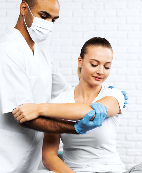a physical therapist arms treatment for patient